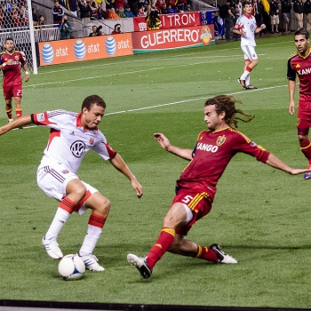 1024px-Nick_DeLeon_challenged_by_Kyle_Beckerman